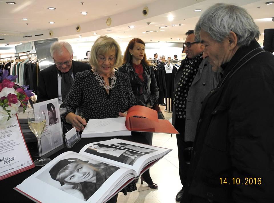 Fotos: Nicole von Vietinghoff, Vladimir Sichov – Fotograf, Liubov Rutgayzer